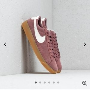 Nike Womens Blazer Low SD Sneakers Smokey Mauve